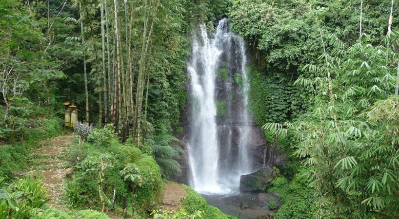 Waterfall Twin Lake Tour